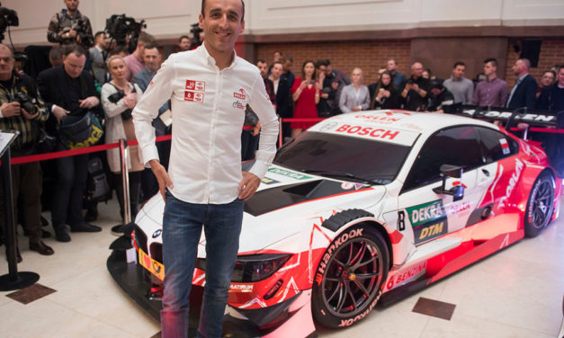 eRACE 4 CARE: la tuta 2020 di Robert Kubica all'asta grazie a Freem